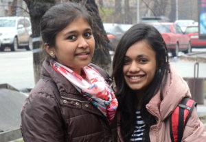 две индийские девушки
