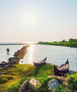 reka i okean v kerale india