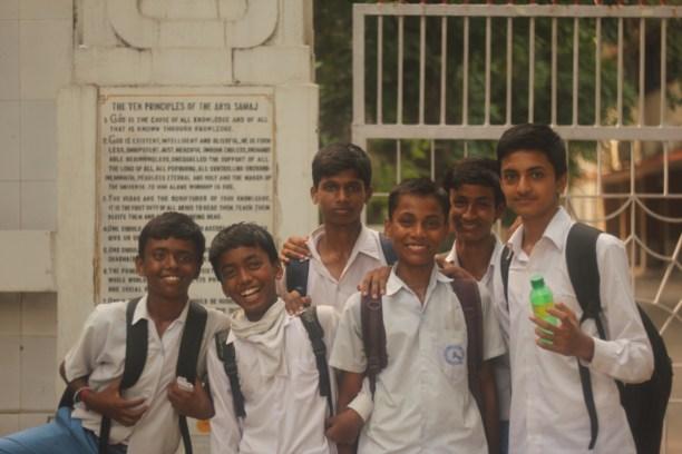 идийские мальчик школьники