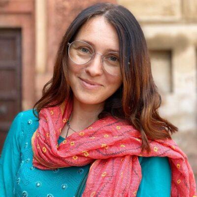 Преподаватель бесплатного круса хинди