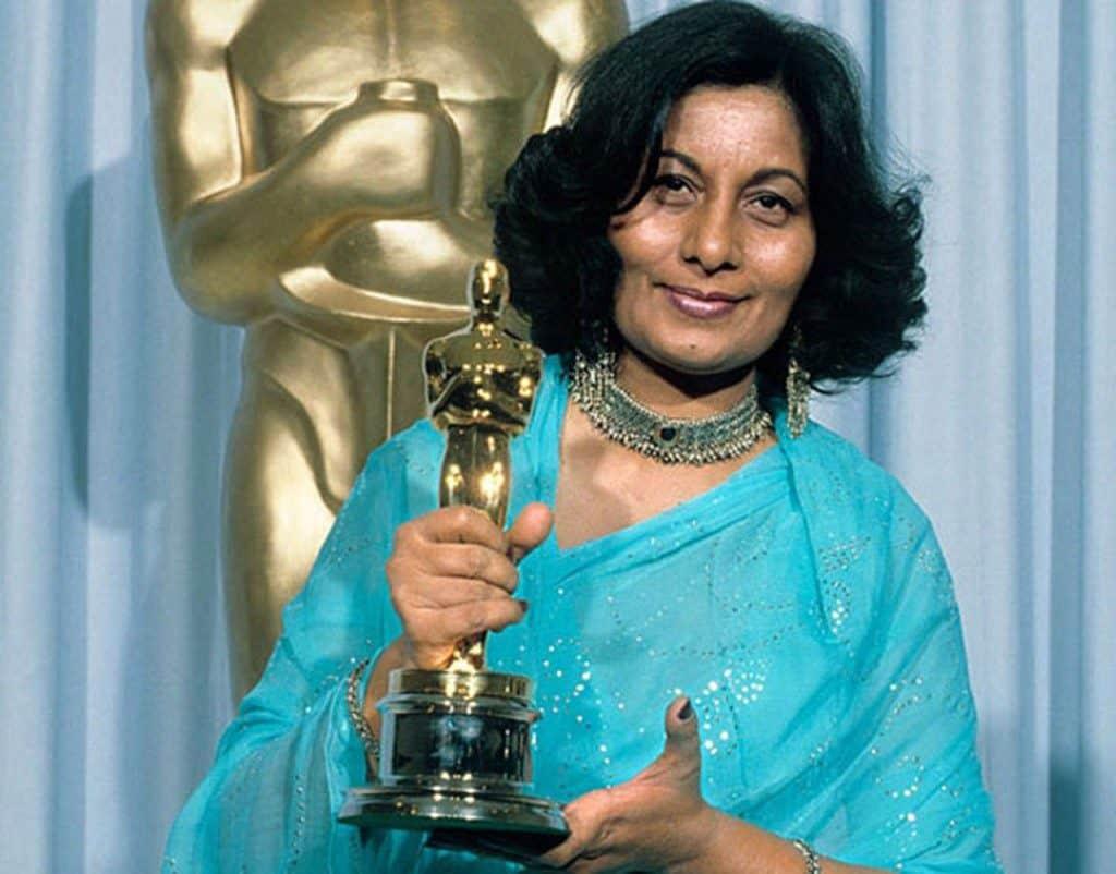 Бхану Атхайя костюмер художник Болливуд Индия