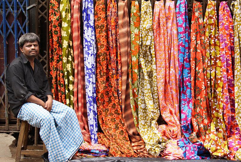 Индиец продавец сари